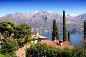 Italian cottage on the lake Como